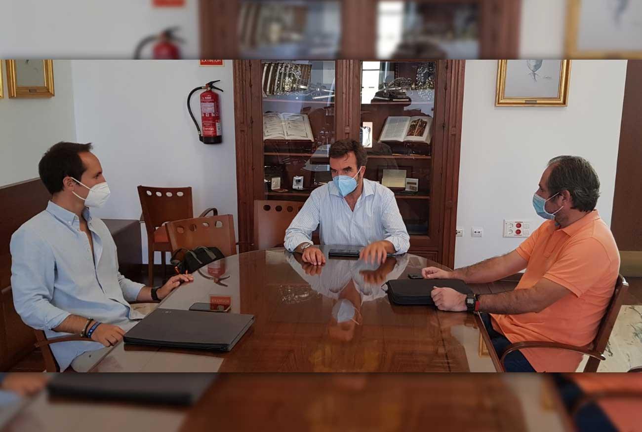 Medio Ambiente se reúne con empresarios de Puerto Sherry