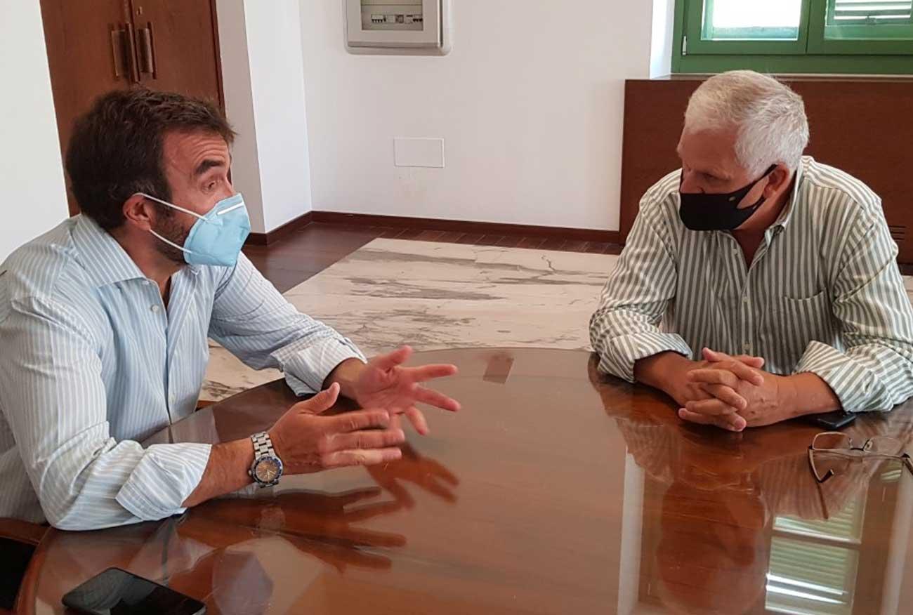 Alegre se reúne con Acoval para plantear el futuro del servicio de autobuses