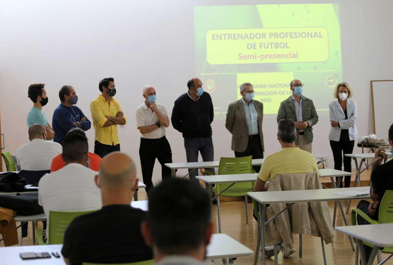 El Puerto acoge por primera vez un curso para formar entrenadores profesionales de fútbol