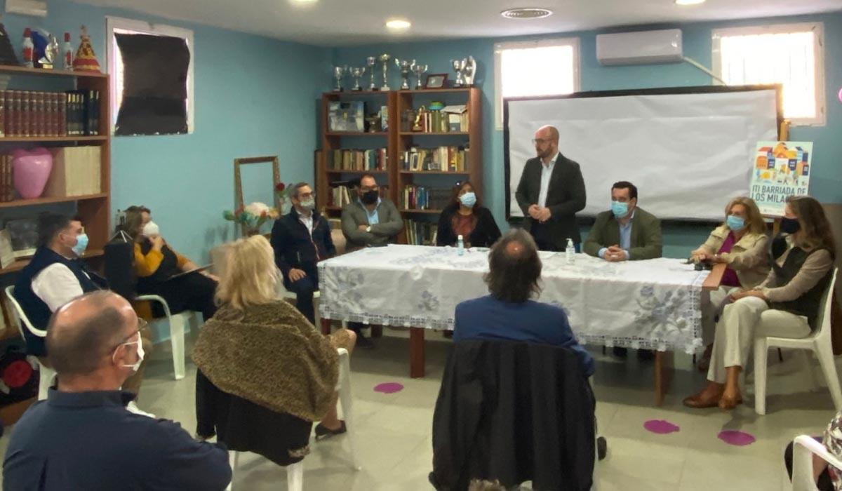 Germán Beardo anuncia a los vecinos de Los Milagros que la recuperación de su barriada está en marcha