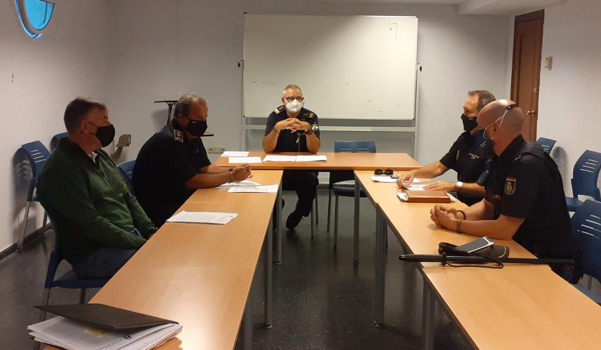 Policía Nacional y Local suman esfuerzos para garantizar el respeto a las medidas de prevención y seguridad decretadas por el Gobierno andaluz para la Festividad de Todos los Santos