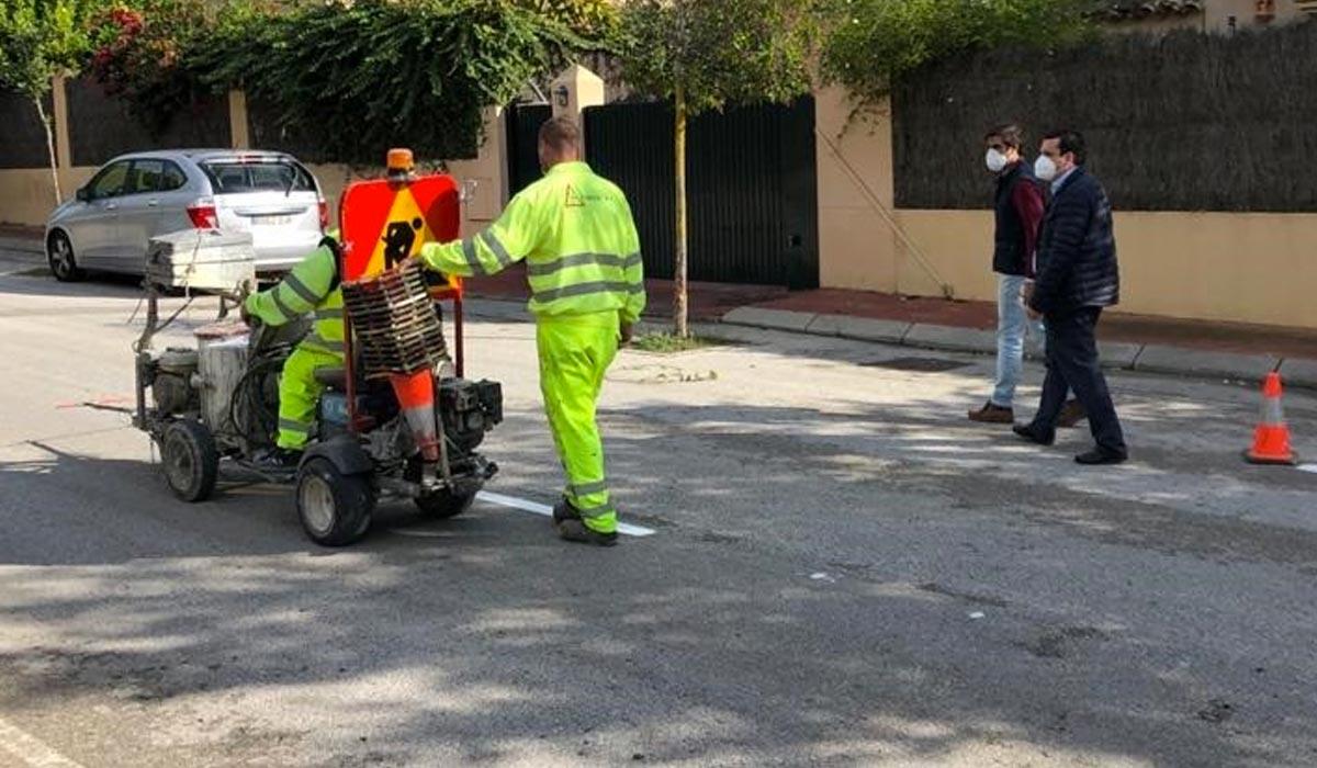 Mantenimiento Urbano realiza el pintado de la Avenida Alcalde Eduardo Ruiz Golluri y la calle Golondrina