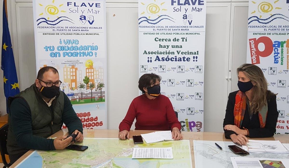 Danuxia Enciso y Javier Bello exponen a la Flave los beneficios que supone para los portuenses el desarrollo urbanístico de Rancho Linares