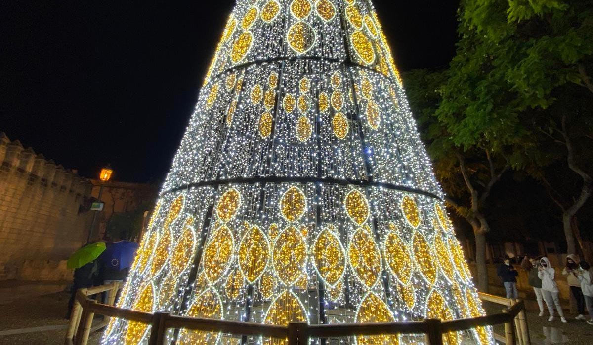 El Puerto enciende el Alumbrado Extraordinario, en una Navidad distinta pero que no pierde la magia