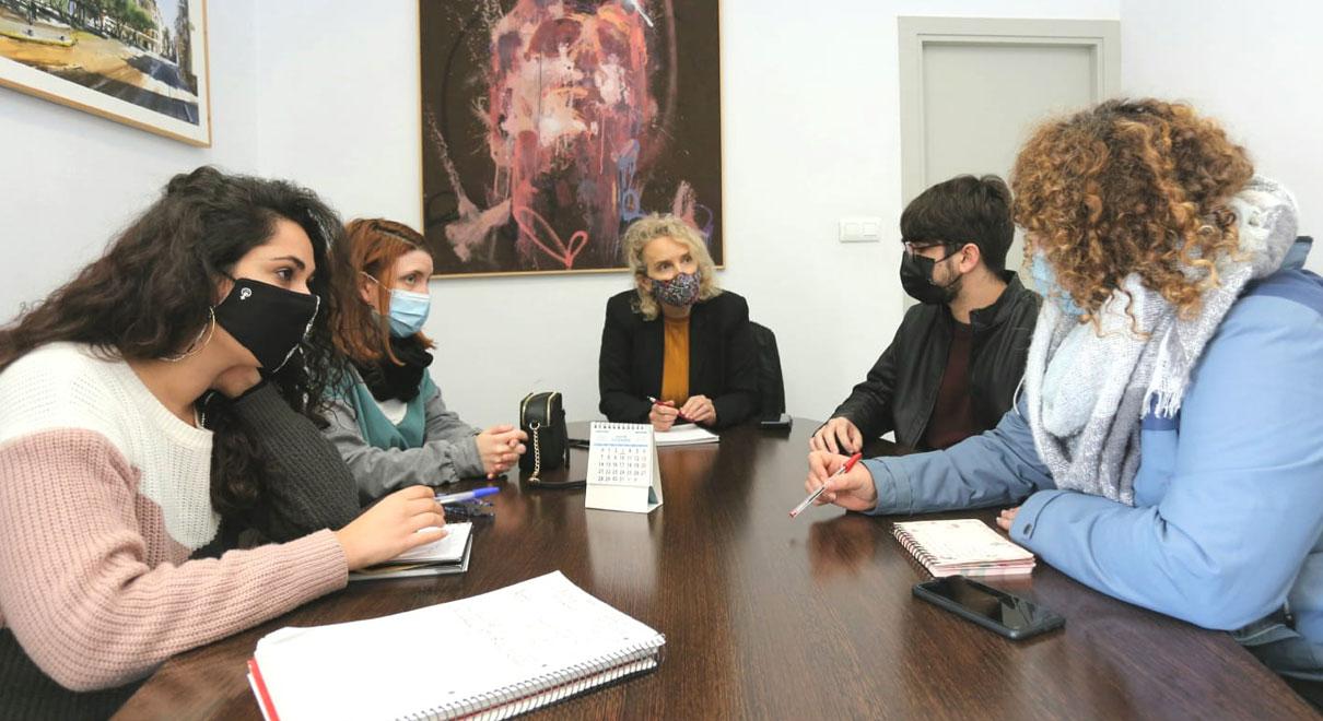 La concejala de Cultura se reúne con el nuevo Comité Artístico Portuense para reforzar el teatro aficionado