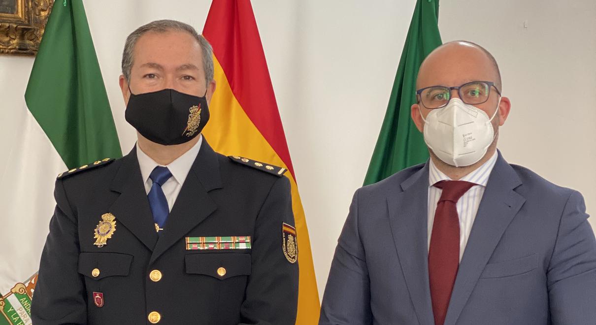Germán Beardo recibe al nuevo comisario del Cuerpo Nacional de Policía
