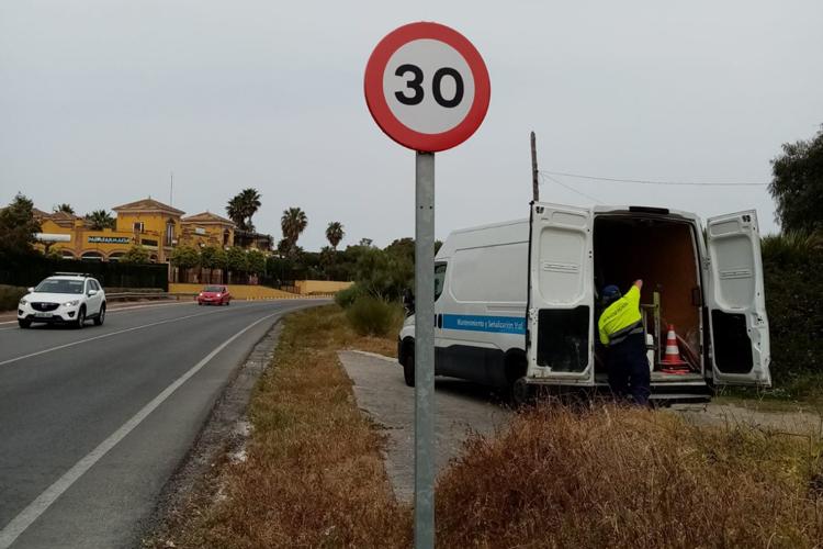 El Puerto instala nuevas señales de 30 km/h para acatar la normativa de Tráfico en vías de un solo carril