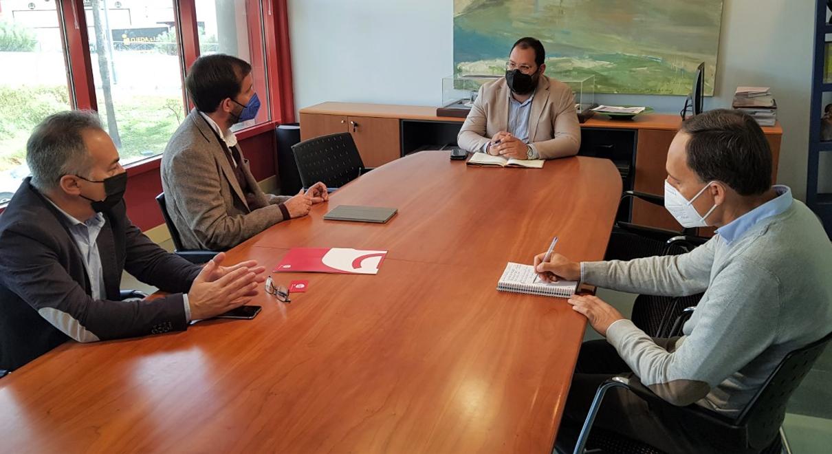 Bello traslada a la Asociación de Jóvenes Empresarios la disposición del Ayuntamiento para colaborar con la entidad