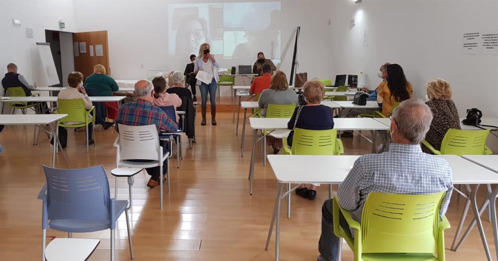 Merino reúne a los colectivos sociales y a la Flave para abordar la situación actual de las subvenciones