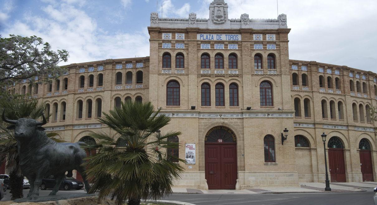 González anuncia que para El Puerto sería un orgullo que la Real Plaza de Toros fuera el nuevo destino de la colección taurina de Alfonso Rodríguez