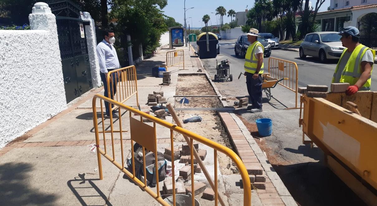 Mantenimiento Urbano centra las primeras actuaciones de urgencia en los acerados de la ciudad